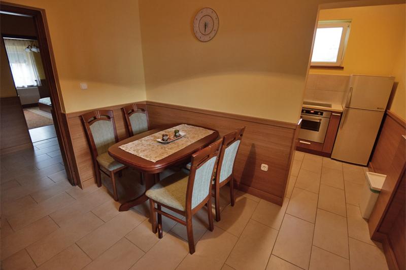Apartmanház - Étkező