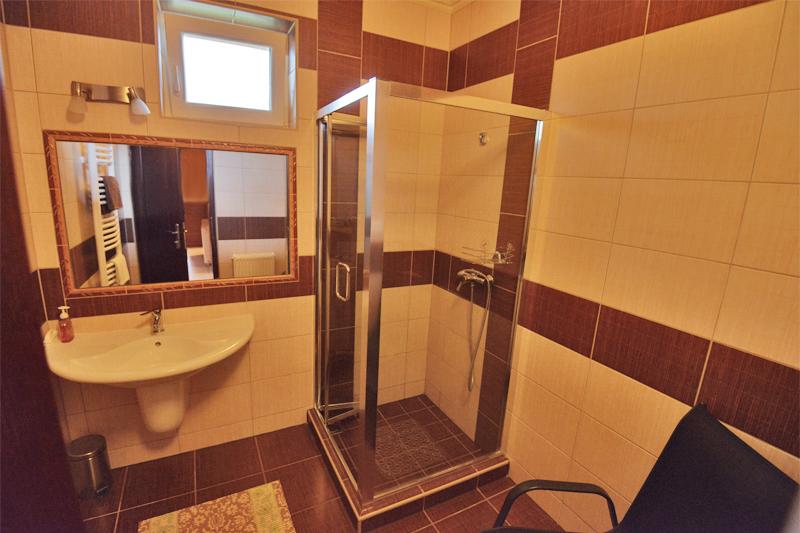 Apartmanház - Közös fürdőszoba